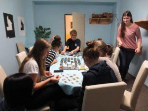 studenti hrají hry